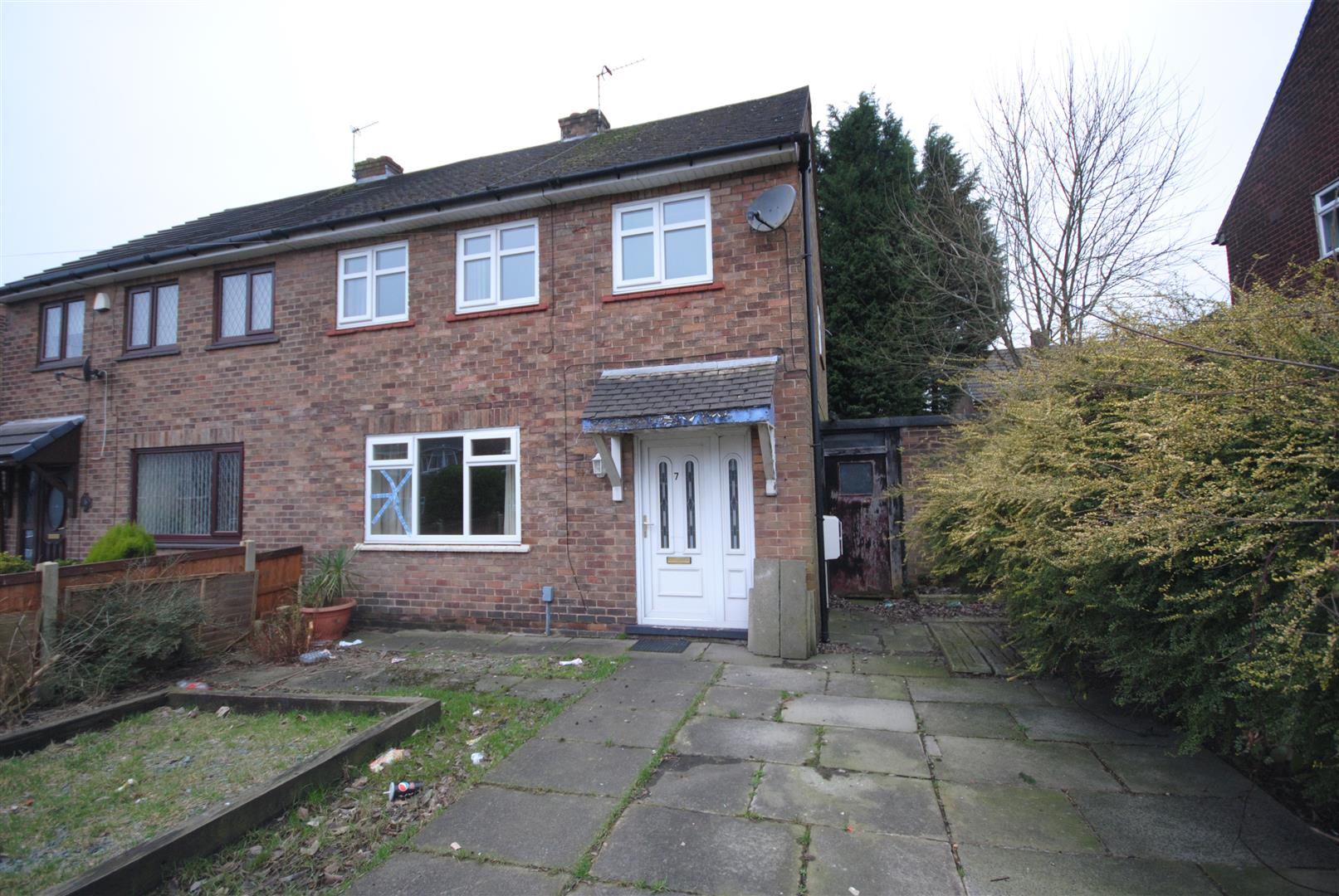 3 Bedrooms Semi Detached House for sale in Derwent Avenue, Higher Ince, Wigan